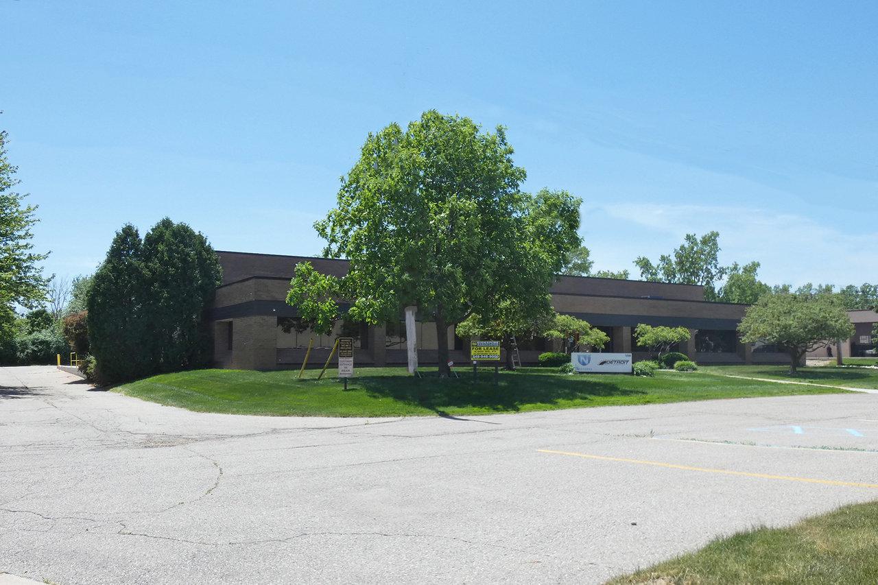 1208 E Maple Rd, Troy, MI, 48083