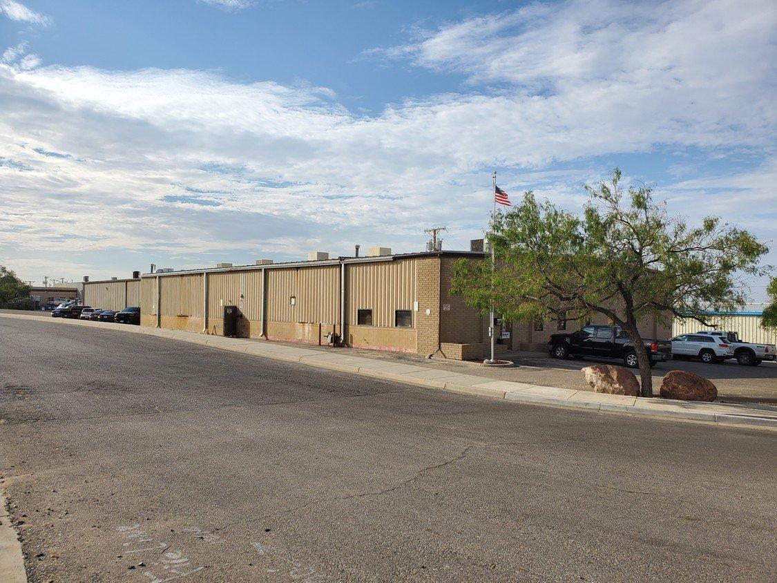 1210 Barranca Dr, El Paso, TX, 79935