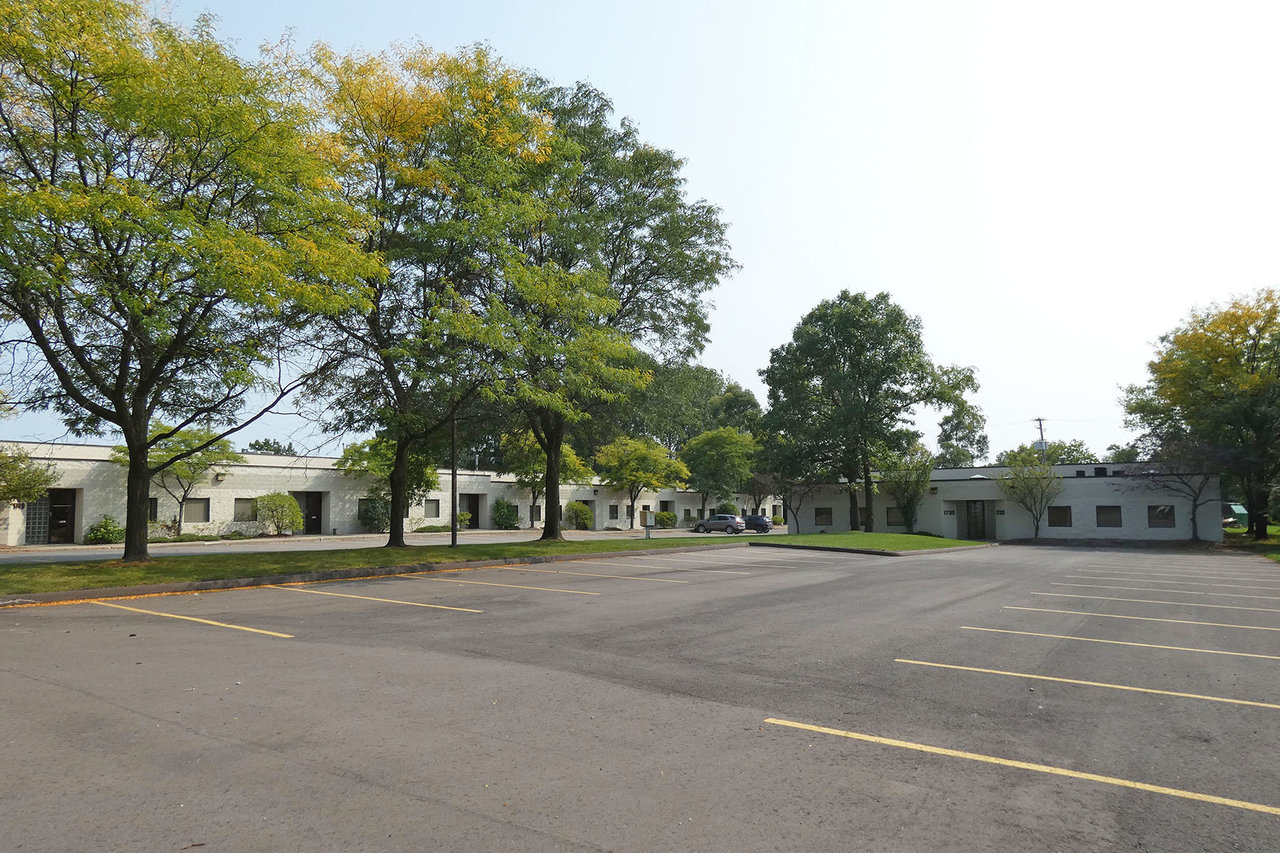 1733 - 1749 E. Highwood, Pontiac, MI, 48340
