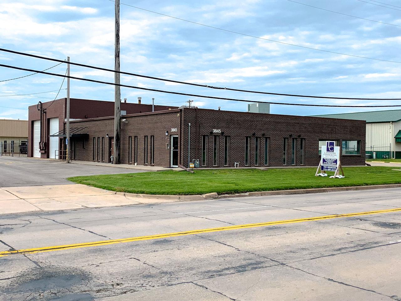 3845 W Harry St, Wichita, KS, 67213